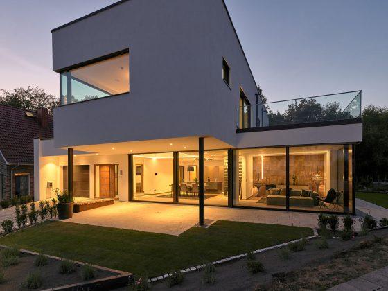 "Luxhaus | Smartes Nullenergiehaus ""core"""