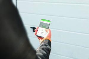 Smarter Garagentorantrieb M von Schellenberg mit der Smart Friends App